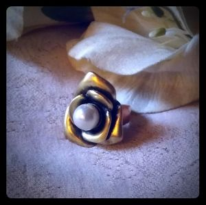 Vintage Metal Rose w/Faux Pearl Center Ring